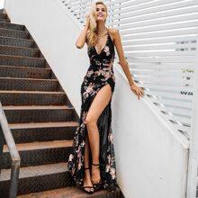 Rueckenfreies Kleid mit Schlitz, Pailletten und Netzstoff