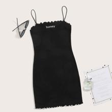 Kleid mit Buchstaben Stickereien