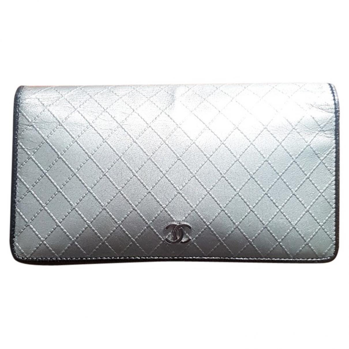 Chanel Timeless/Classique Portemonnaie in  Silber Leder