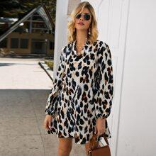Kleid mit eingekerbtem Kragen und Leopard Muster