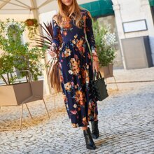 Kleid mit Blumen Muster und Falten