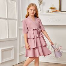 Kleid mit Schalkragen, mehrschichtigem Rueschenbesatz und Guertel