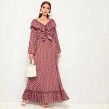 Kleid mit Punkten Muster, Rueschenbesatz und Schosschen Saum
