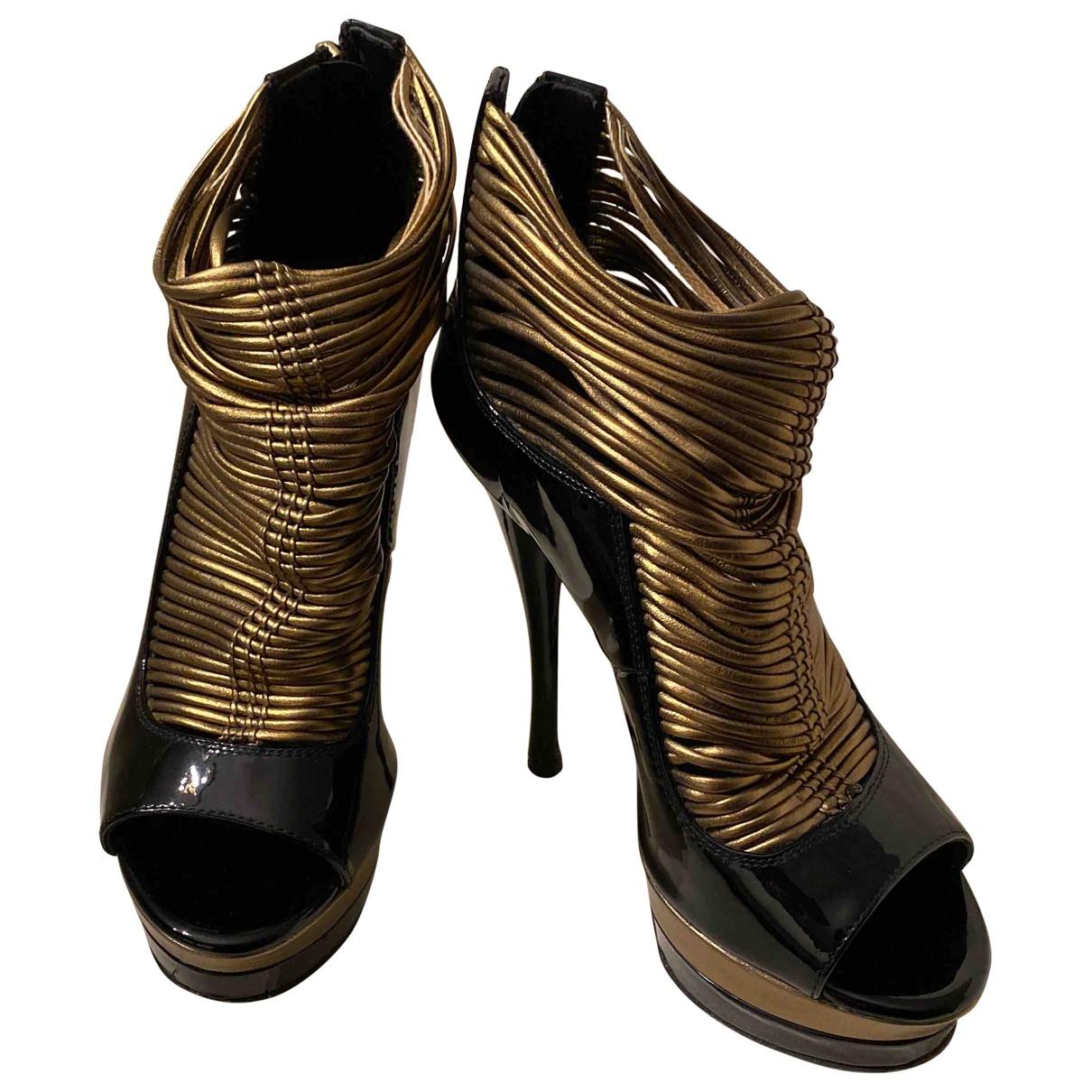 Versace \N Stiefeletten in  Schwarz Lackleder