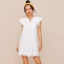Einfarbiges Kleid mit Pompons