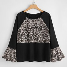 Camisa de manga con volante de leopardo en contraste
