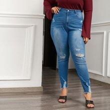Skinny Jeans mit ungesaeumtem Saum und Riss