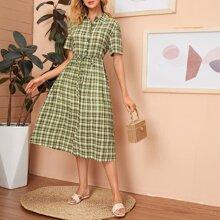 Kleid mit einreihiger Knopfleiste, Guertel und Karo Muster