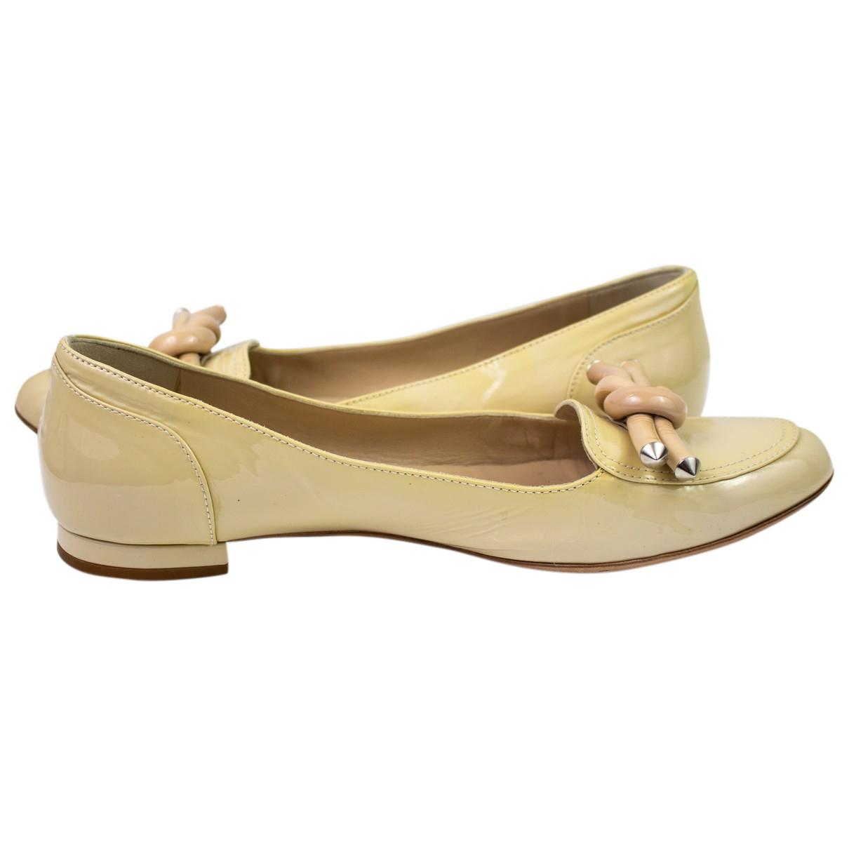 Balenciaga - Mocassins   pour femme en cuir verni - beige