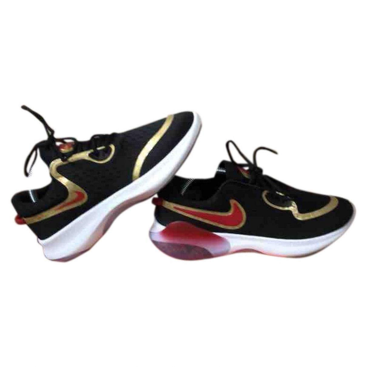 Nike \N Sneakers in  Gold Polyester