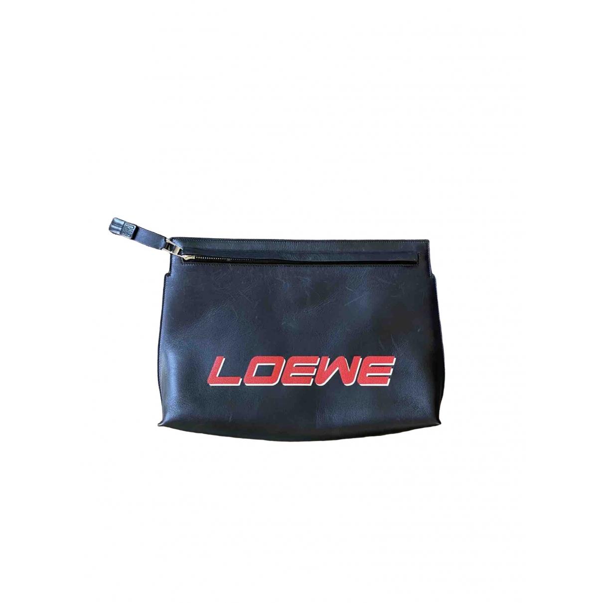Loewe T Pouch Clutch in  Schwarz Leder