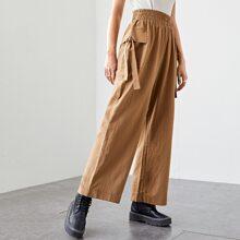 Hose mit Knoten, Taschen Klappen und breitem Beinschnitt