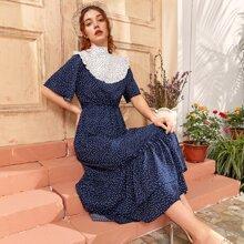 Kleid mit Punkten Muster, Band hinten und mehrschichtigem Saum