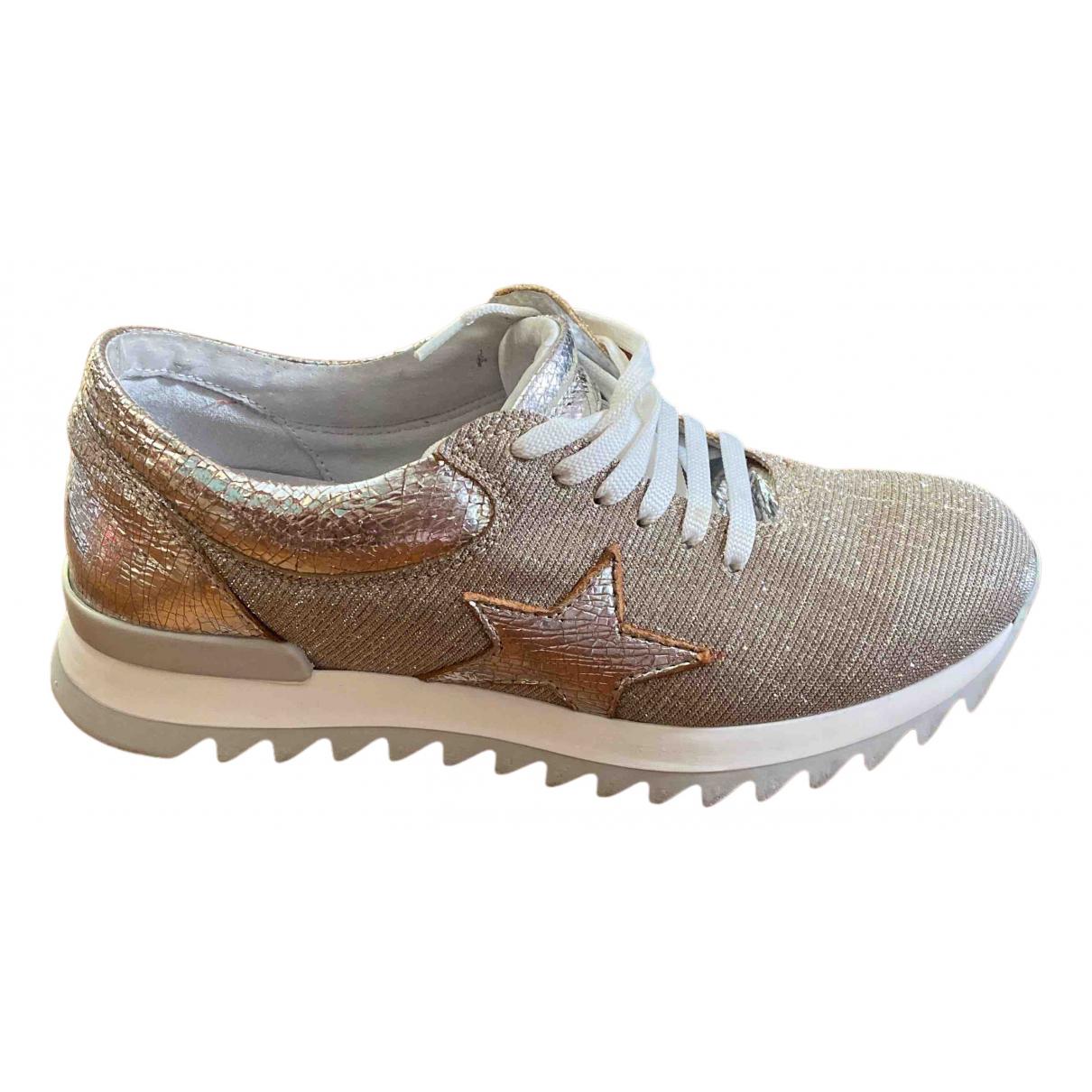 Ovye \N Sneakers in  Gold Mit Pailletten