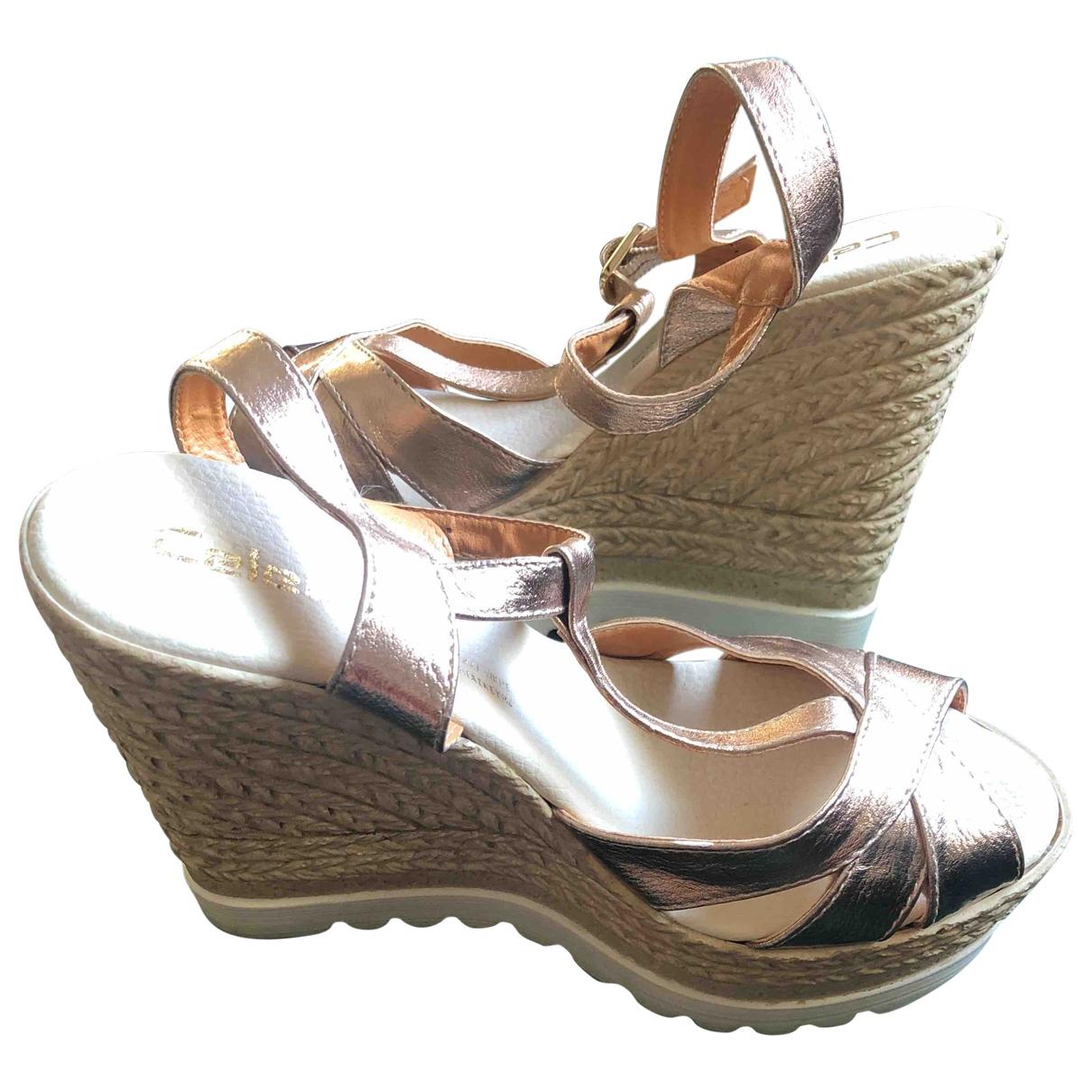 - Sandales   pour femme en cuir verni - dore