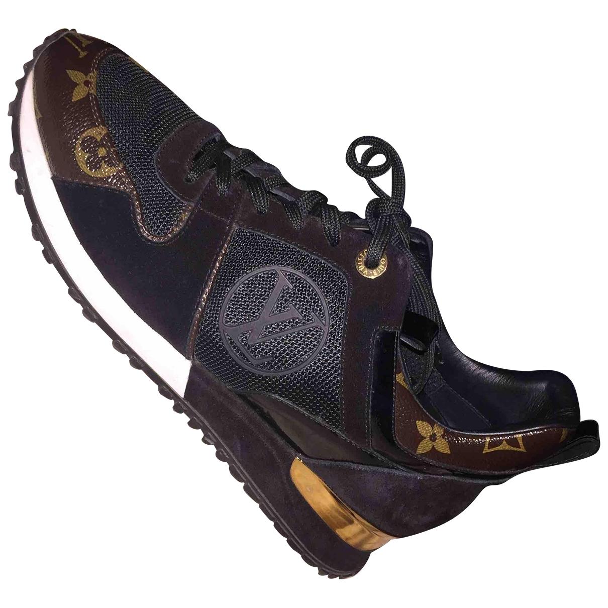 Louis Vuitton Run Away Sneakers in  Braun Lackleder