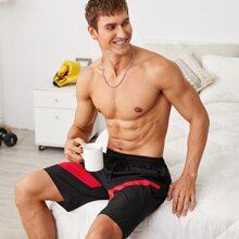 Maenner Shorts mit Kontrast Einsatz und Kordelzug um die Taille