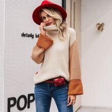 Pullover mit hohem Ausschnitt und sehr tief angesetzter Schulterpartie