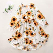 Kleid mit Sonnenblumen Muster, Rueschenbesatz und Guertel