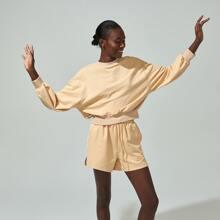 Pullover mit Buchstaben Grafik und sehr tief angesetzter Schulterpartie & Track Shorts Set