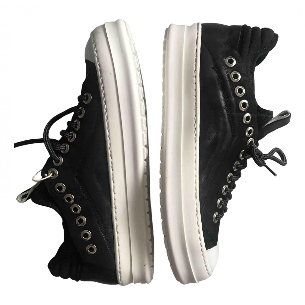 Non Signe / Unsigned \N Sneakers in  Schwarz Leder