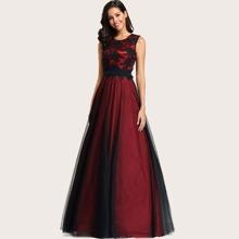 Maxi Kleid mit Stickereien und Netzstoff