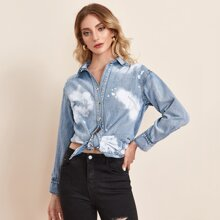 Top denim bajo curvo de tie dye