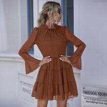 Kleid mit Punkten Muster, Rueschenbesatz und Schosschenaermeln