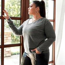 Einfarbiger Pullover mit asymmetrischem Kragen