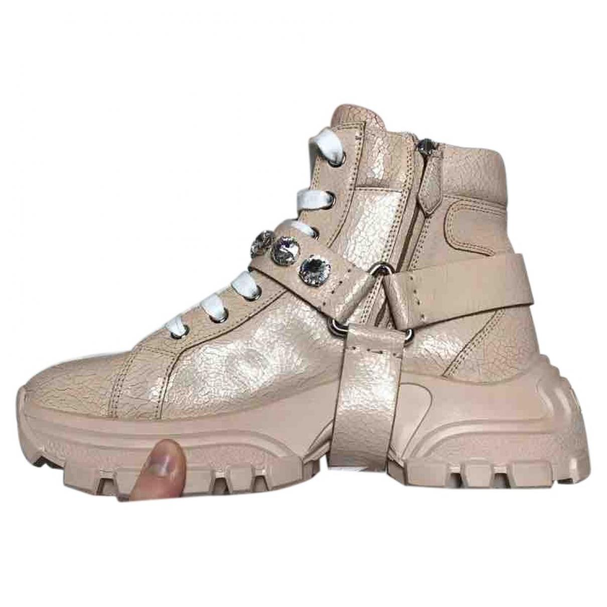 Miu Miu \N Sneakers in  Beige Leder