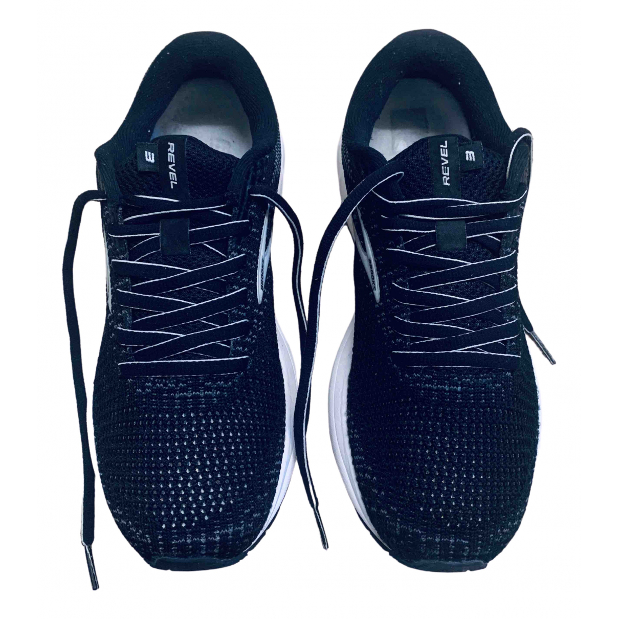 Brooks \N Sneakers in  Schwarz Leinen