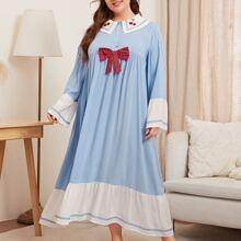 Nachtkleid mit Kontrast Saum, Kirsche Stickereien und Schleife Detail