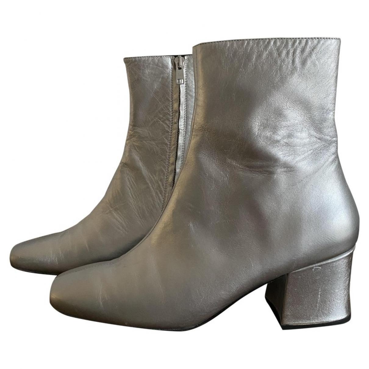 Dorateymur \N Stiefeletten in  Silber Leder