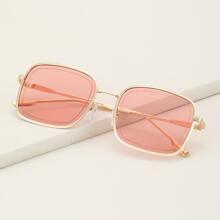 Sonnenbrille mit quadratischem metallischem Rahmen