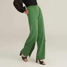 Hose mit schraegen Taschen und Schlitz