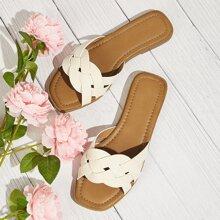 Sandalen mit gewebtem Gurt