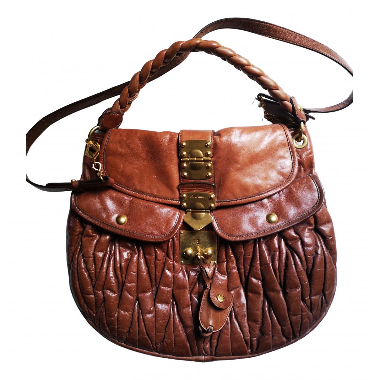 Miu Miu Coffer Handtasche in  Kamel Leder
