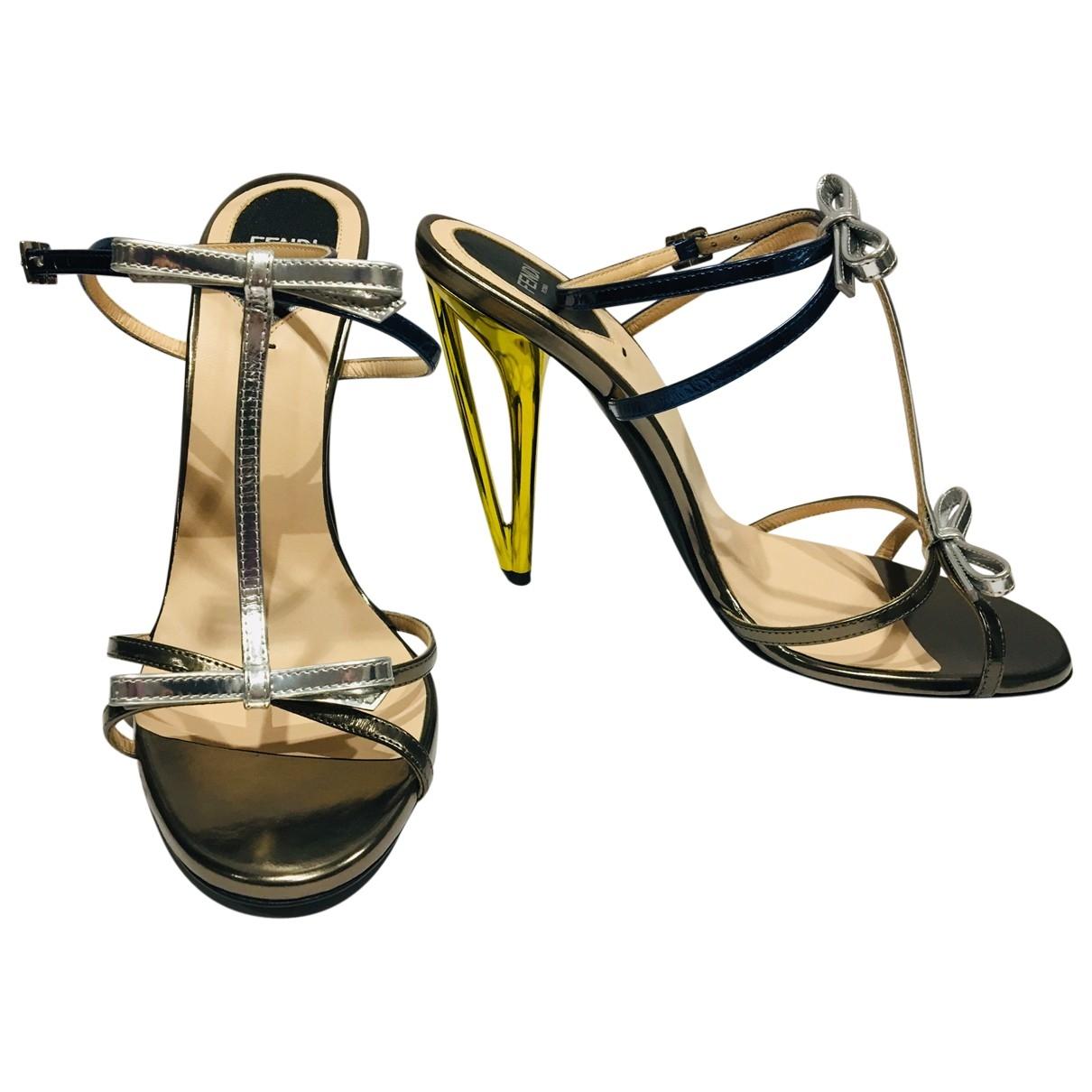 Fendi - Sandales   pour femme en cuir verni - metallise