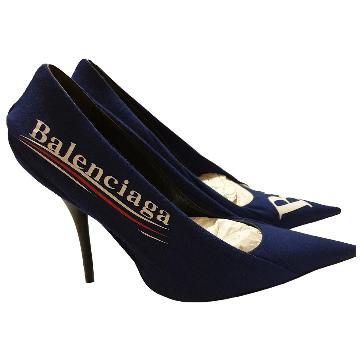 Balenciaga Knife Pumps in  Blau Leinen