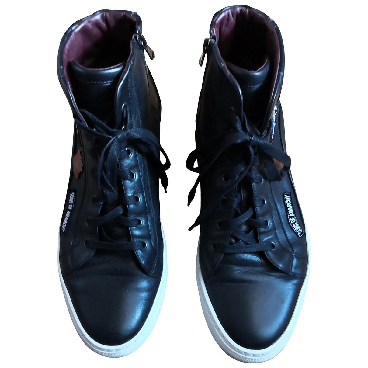 Casadei \N Sneakers in  Schwarz Leder