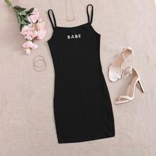 Figurbetontes Strick Kleid mit Buchstaben Stickereien