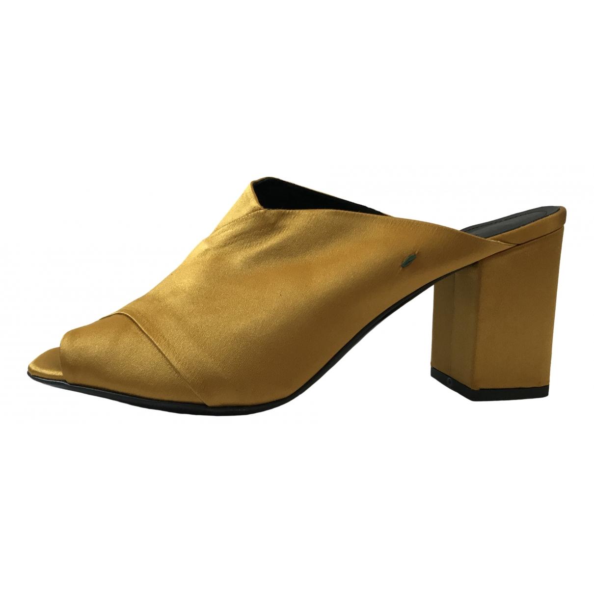 Aeyde \N Sandalen in  Gelb Leinen