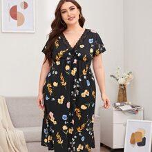 Nachtkleid mit Blumen Muster, Kontrast Spitze und V-Ausschnitt vorn