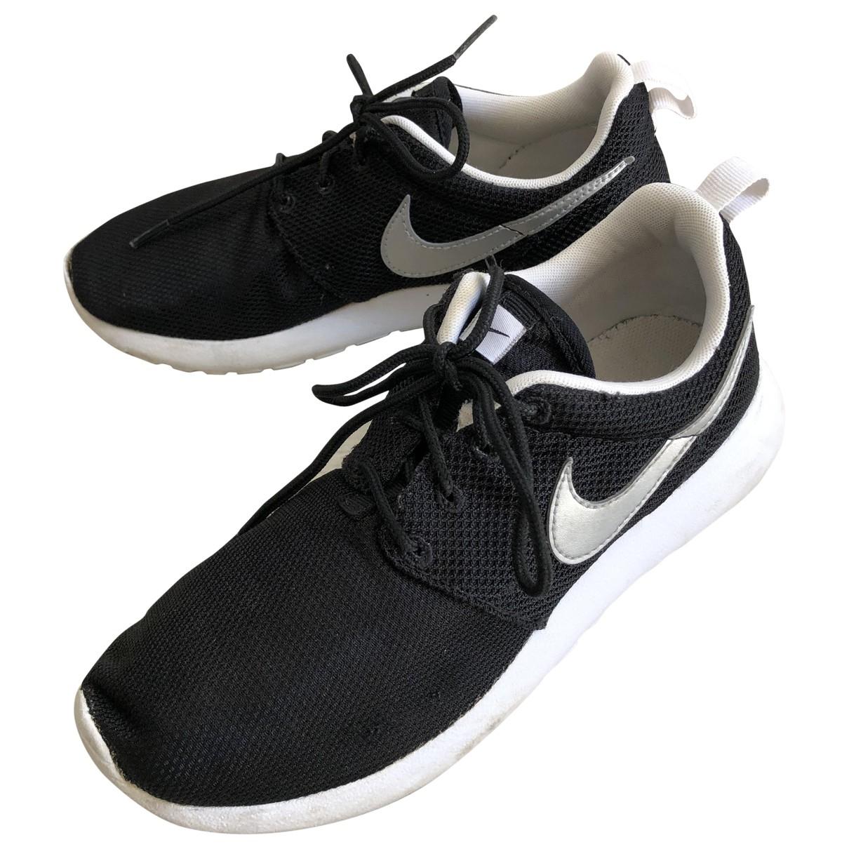 Nike - Baskets Roshe Run pour femme - noir