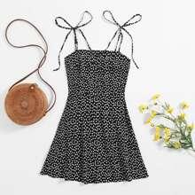 Cami Kleid mit Bluemchen Muster und Knoten