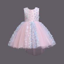 Kleid mit Applikationen und Netzstoff Einsatz
