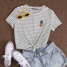 Camiseta de rayas con piña con bordado