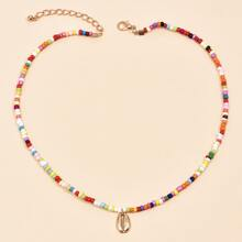Halskette mit Muschel Anhaenger und Perlen