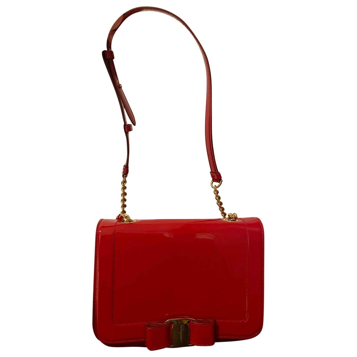 Salvatore Ferragamo \N Handtasche in  Rot Lackleder