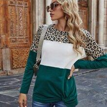 T-Shirt mit Farbblock, Leopard Muster und Twist